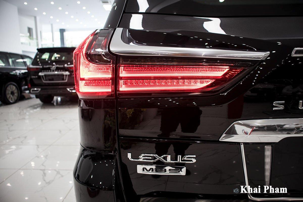 Ảnh đèn hậu xe Lexus LX570 2020 bầu trời sao như Rolls-Royce