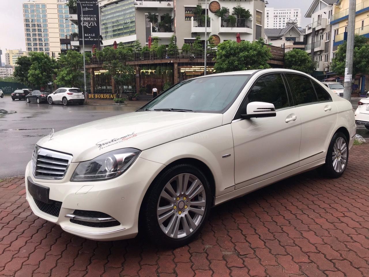 Bán Mercedes C250 sản xuất 2012, màu trắng (2)