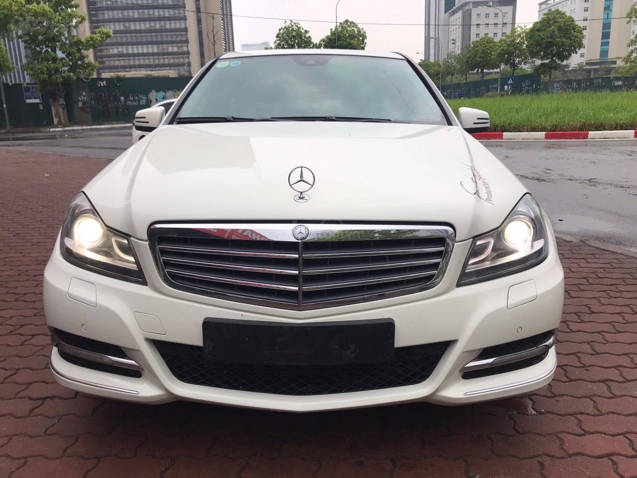Bán Mercedes C250 sản xuất 2012, màu trắng (1)