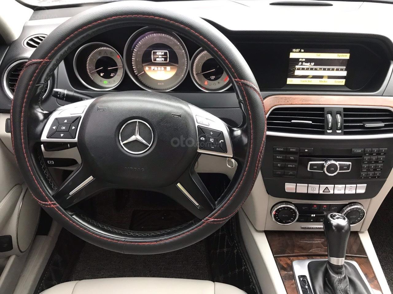 Bán Mercedes C250 sản xuất 2012, màu trắng (7)