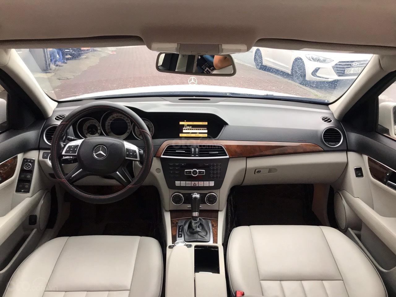 Bán Mercedes C250 sản xuất 2012, màu trắng (6)
