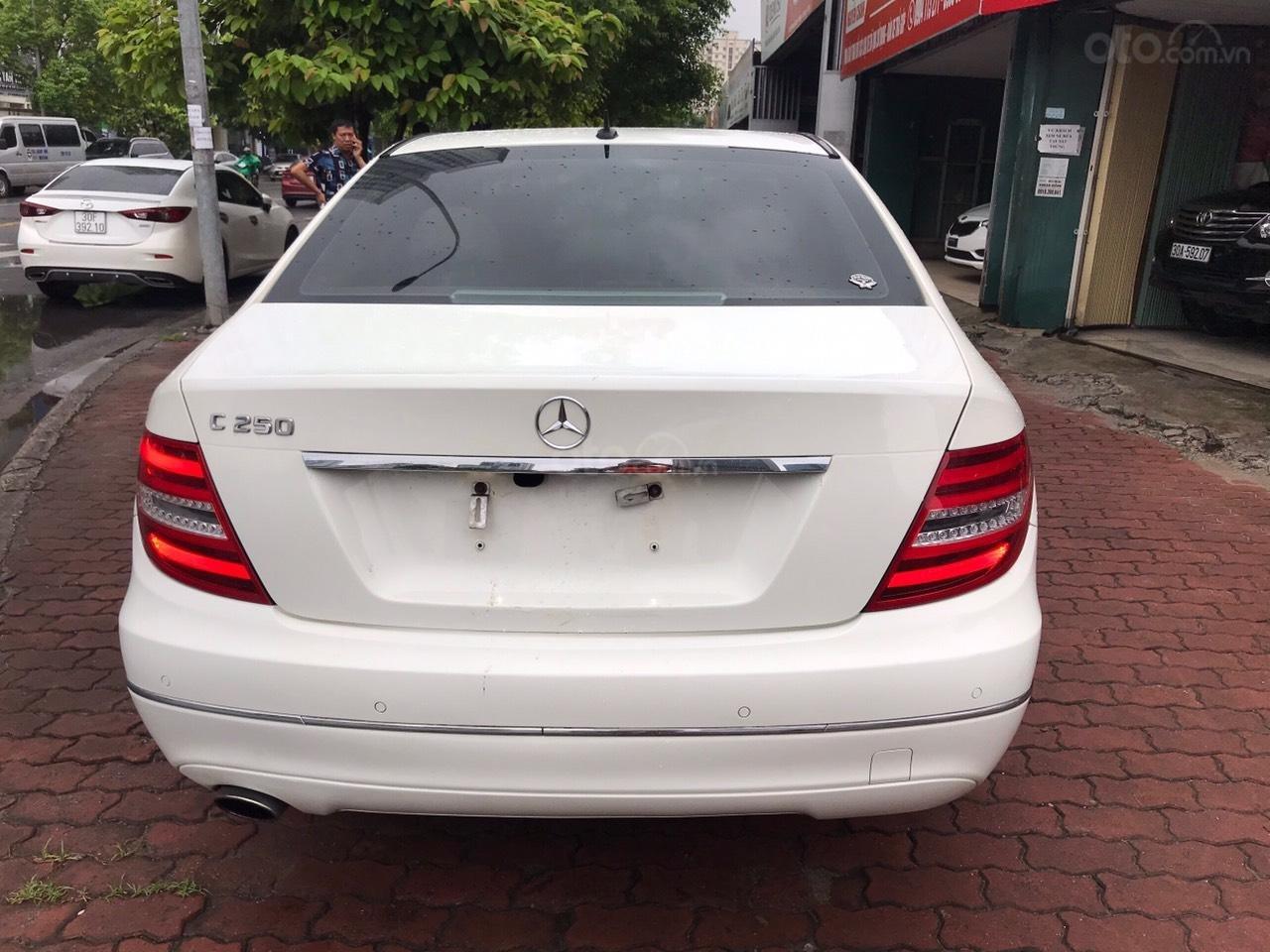 Bán Mercedes C250 sản xuất 2012, màu trắng (5)