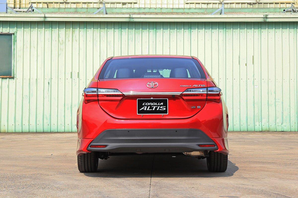 Toyota Corolla Altis 2020: Đuôi xe.
