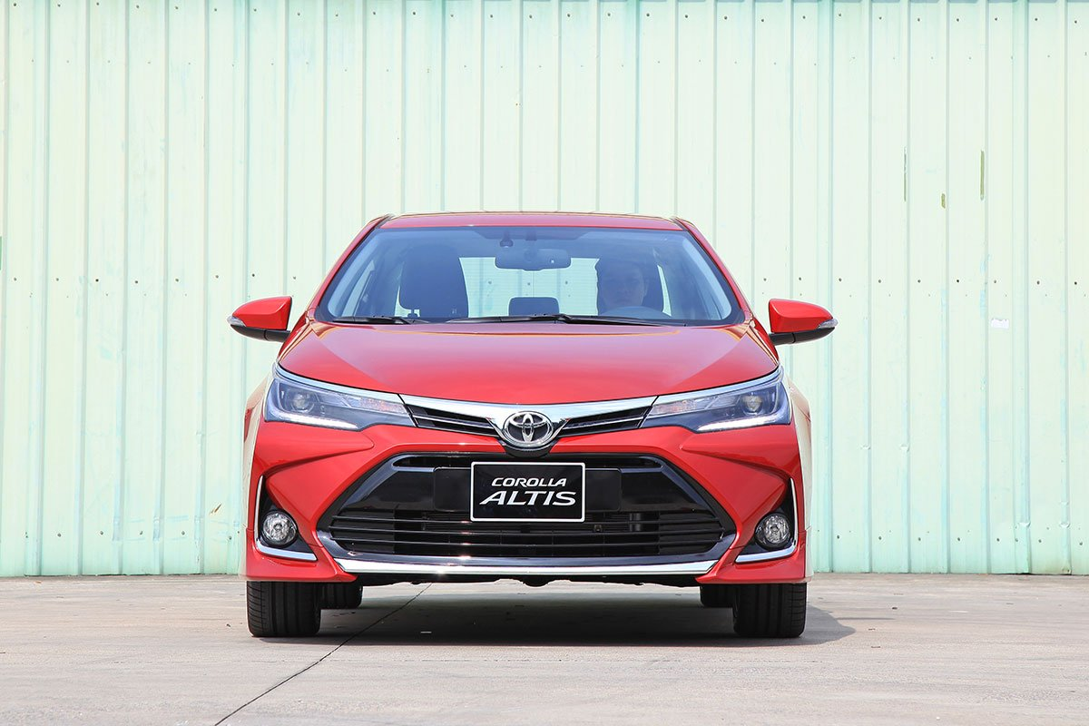 Toyota Corolla Altis 2020: Đầu xe.
