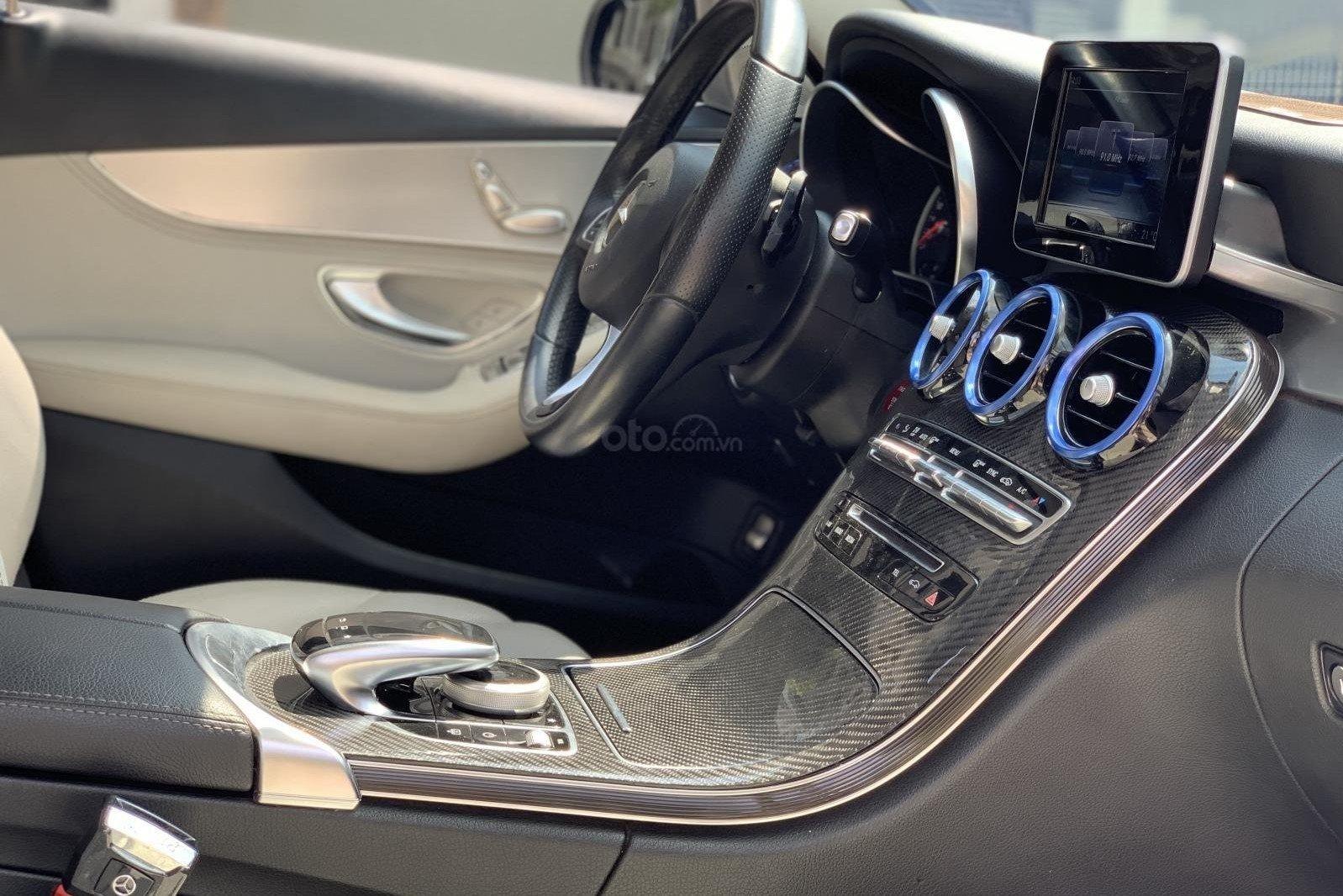 Khu vực bảng điều khiển trung tâm xe Mercedes-Benz C200 2015 1
