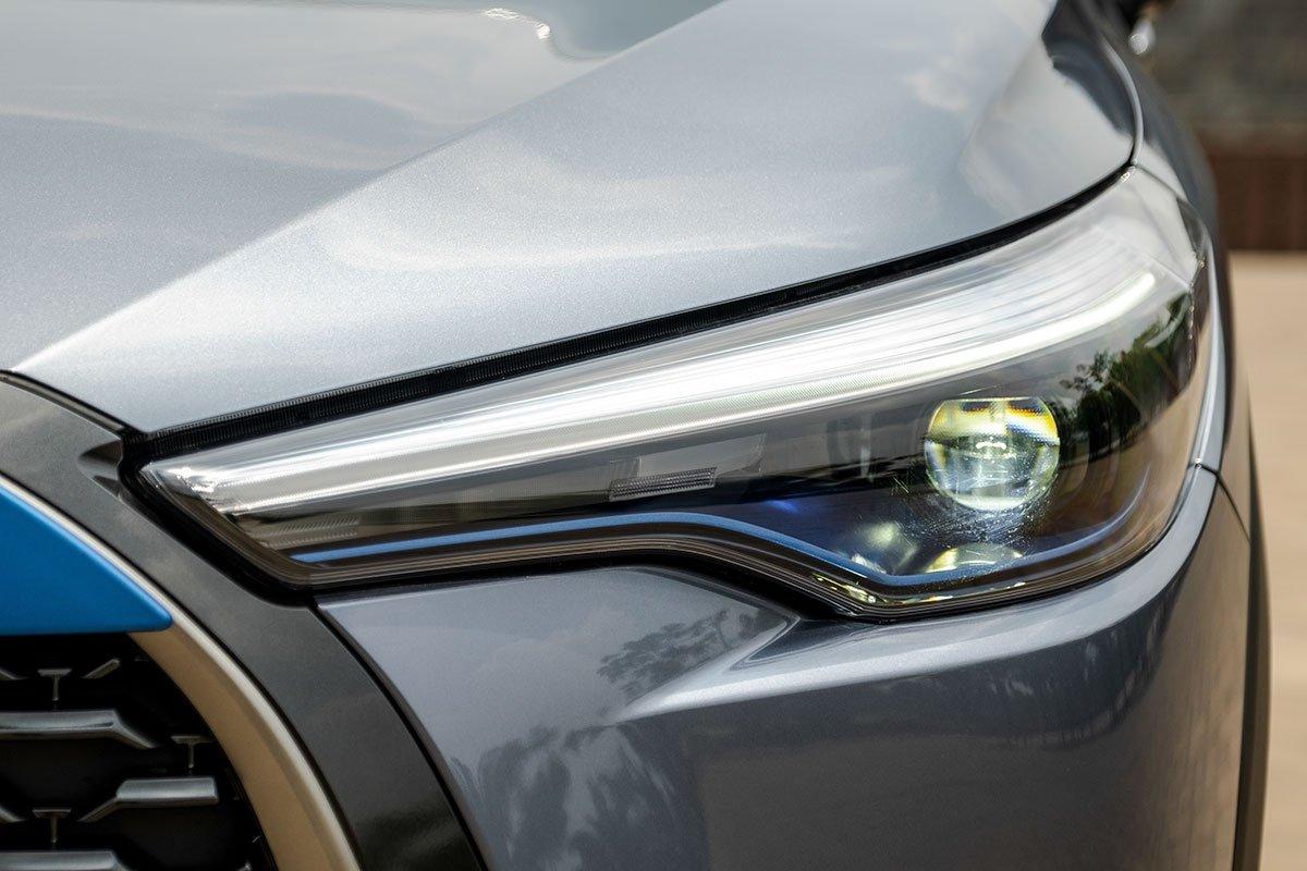 Ảnh đèn pha xe Toyota Corolla Cross 2020
