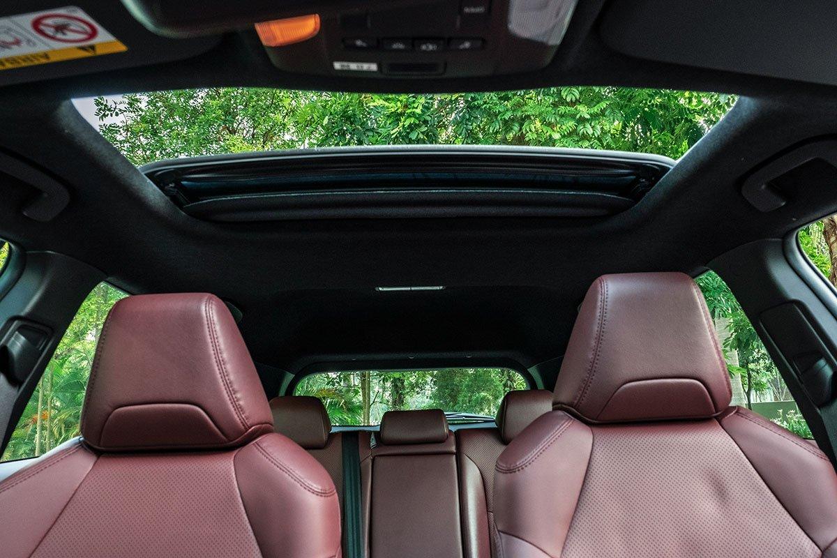 Ảnh cửa sổ trời xe Toyota Corolla Cross 2020