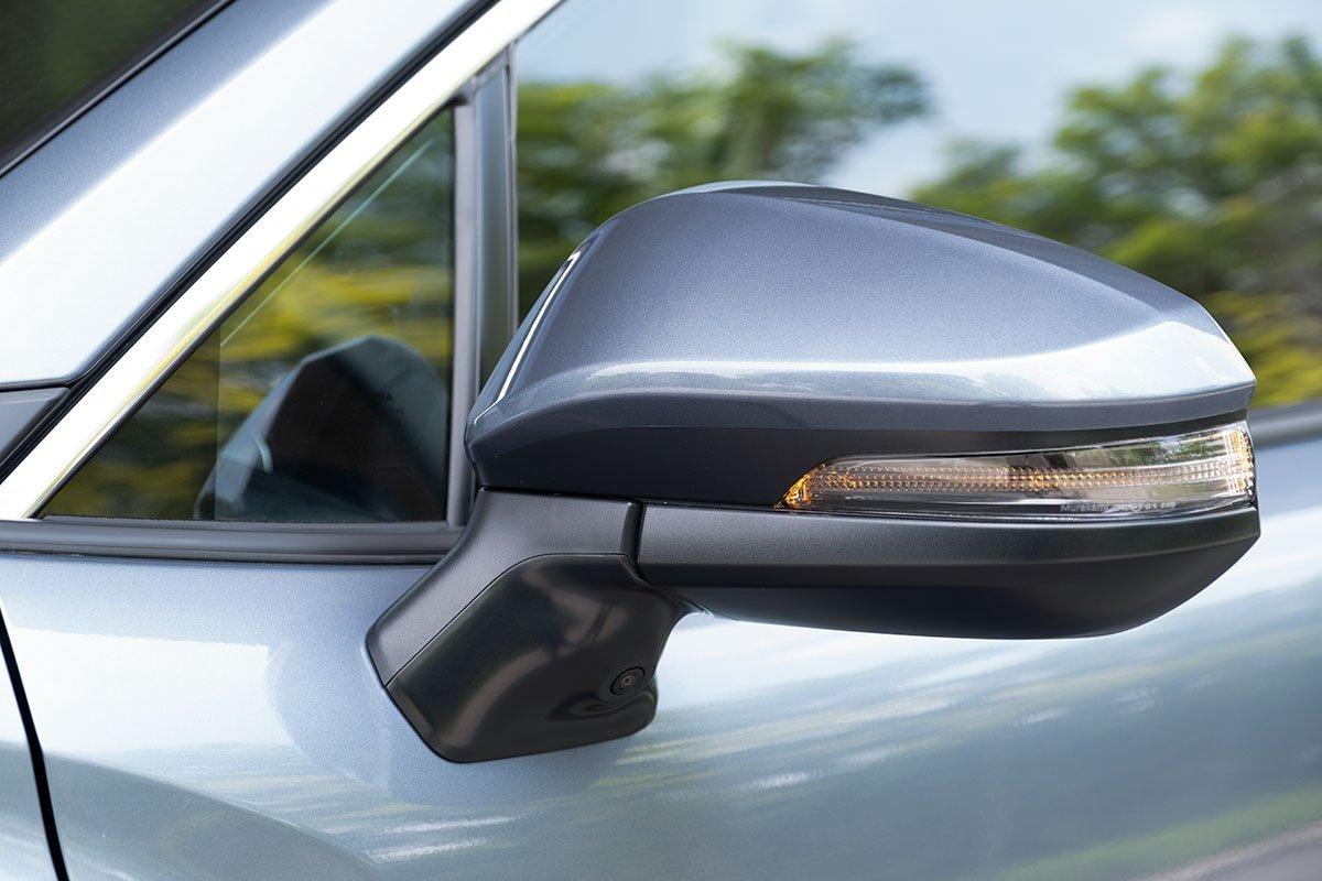 Ảnh gương chiếu hậu xe Toyota Corolla Cross 2020