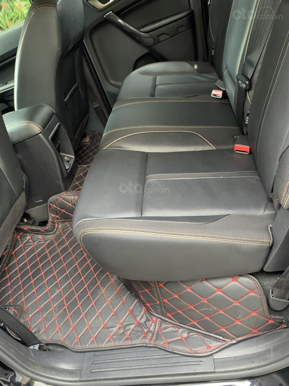 Không gian hàng ghế sau Ford Ranger Wildtrak 2.0L 4x4 AT 1