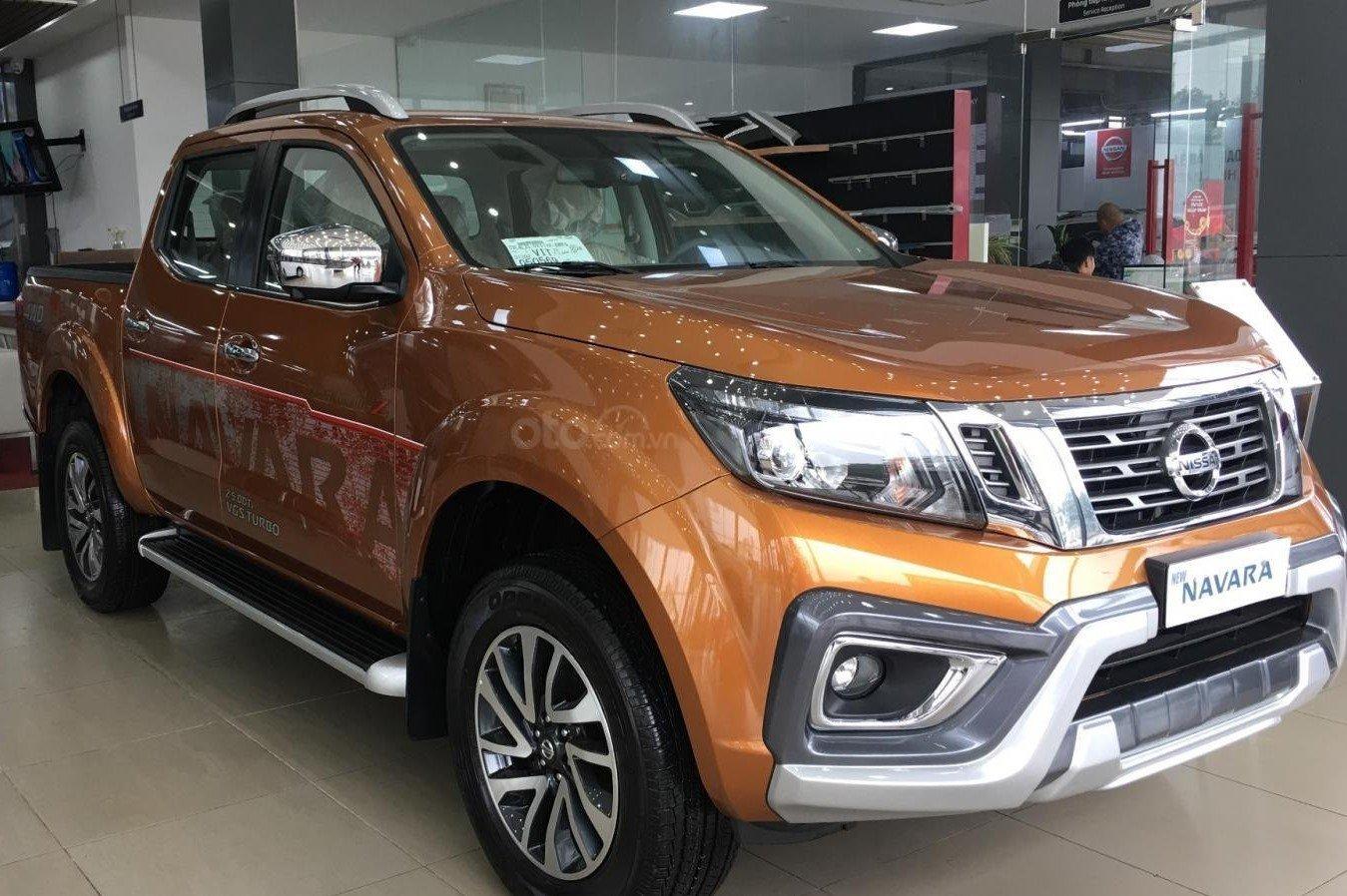 Nissan Navara giảm 20 - 30 triệu đồng và tặng phụ kiện 1