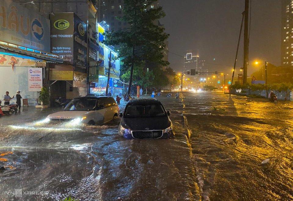 Mùa mưa xe ô tô rất dễ bị thủy kích, ngập nước