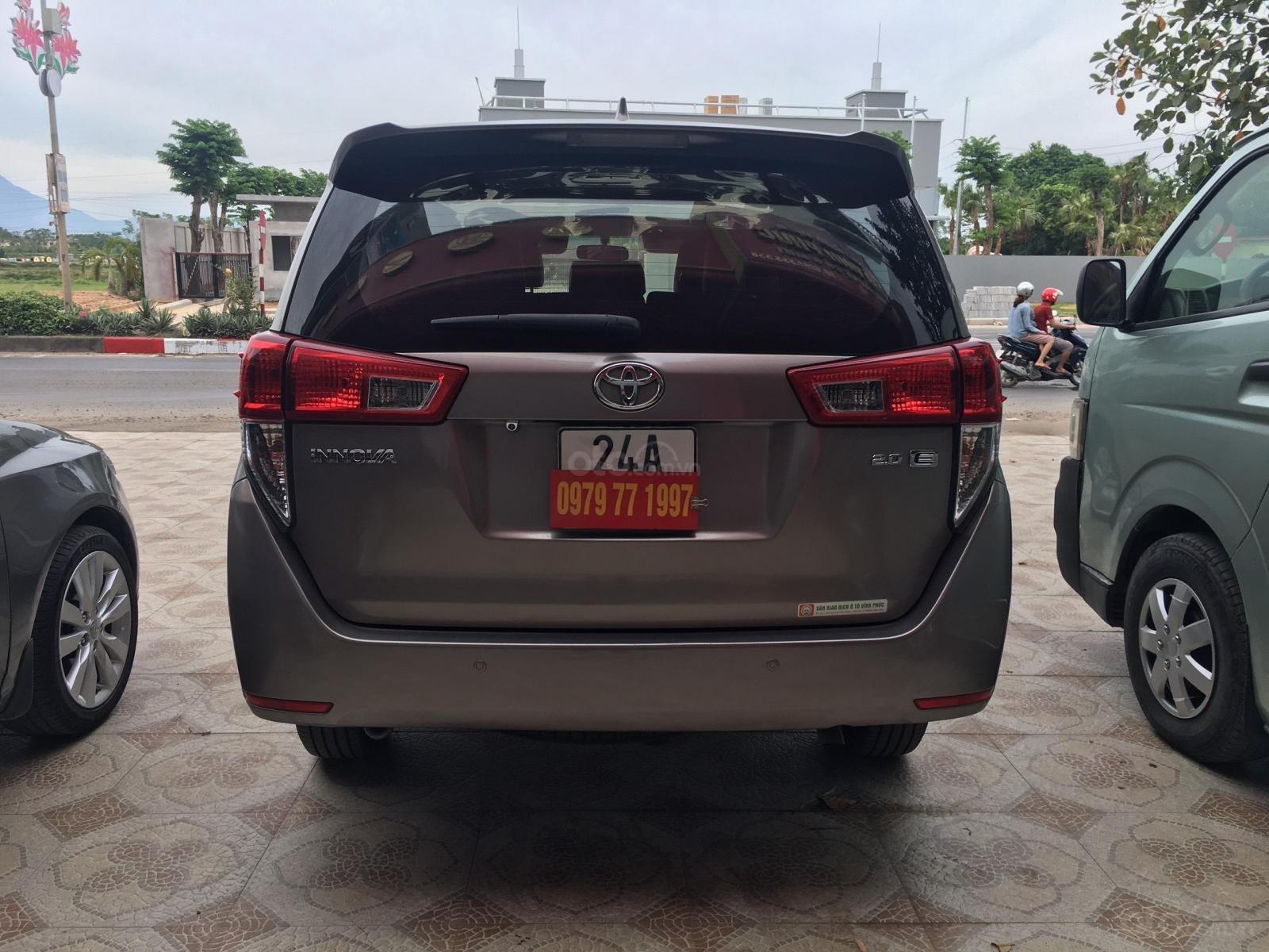 Bán Toyota Innova sản xuất 2016 số sàn bản 2.0E. Giá bán 525 triệu (6)