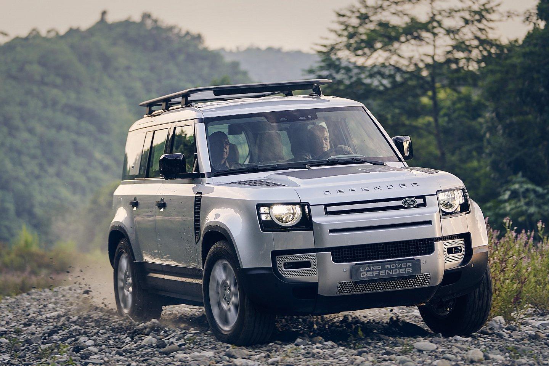 Land Rover Defender 2021 hoàn toàn mới chào giá 2,99 tỷ đồng tại Philippines.