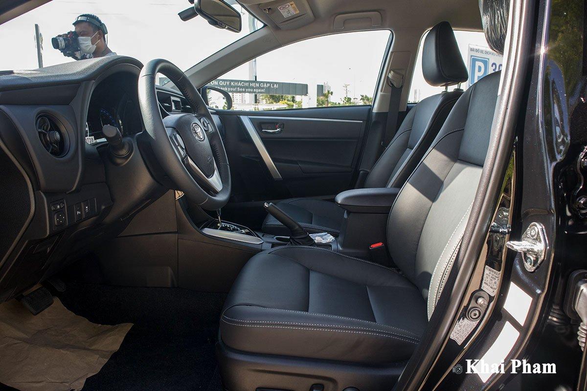Ảnh ghế lái xe Toyota Corolla Altis 2020