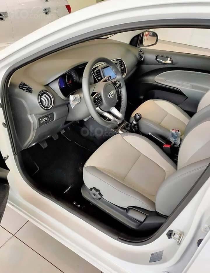 Bán ô tô Kia Soluto 1.4 MT Deluxe đời 2020, màu trắng, 399 triệu (2)