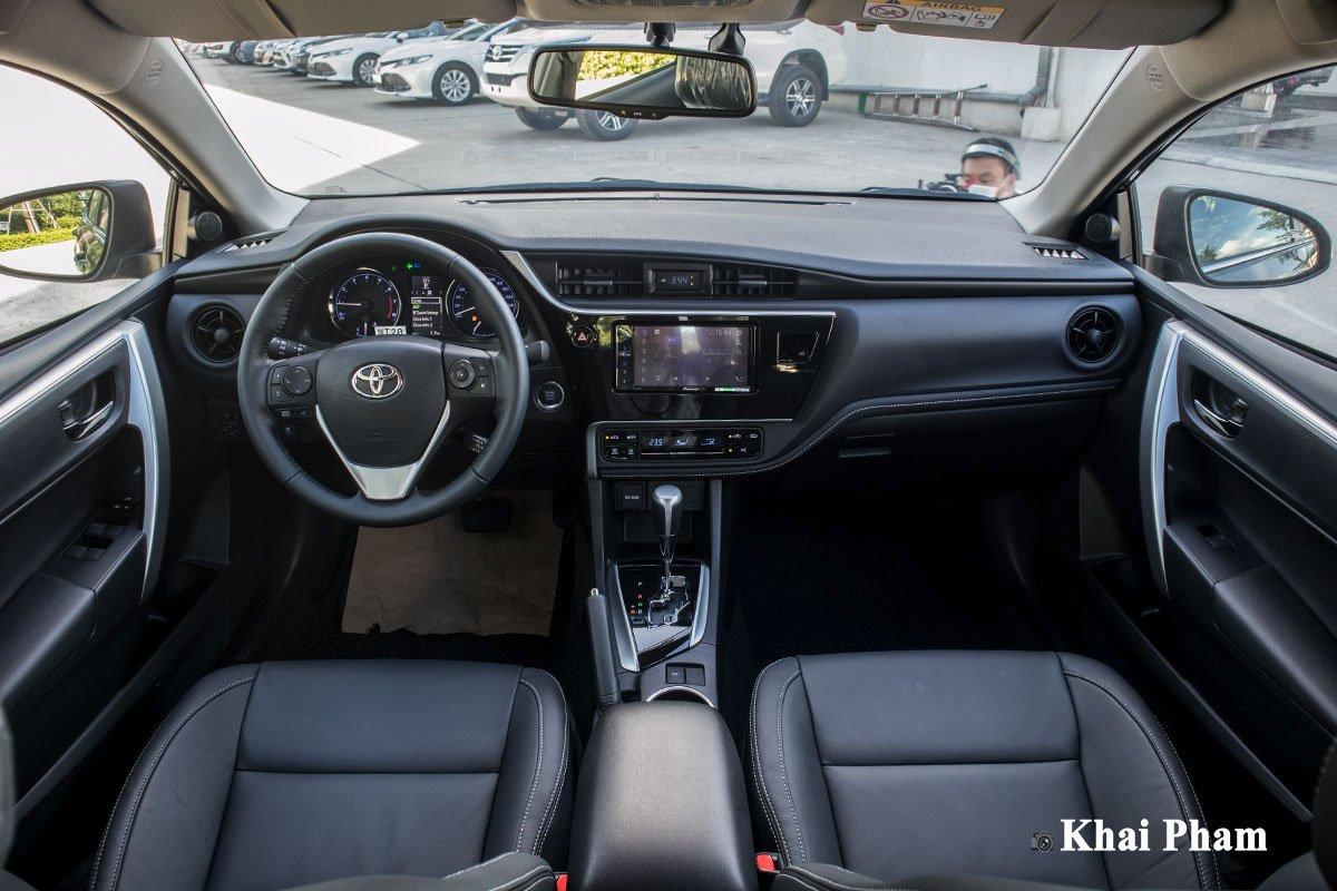 Ảnh chính diện Khoang lái xe Toyota Corolla Altis 2020