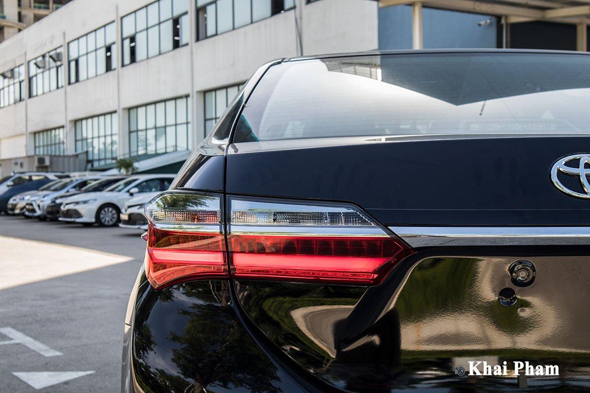 Ảnh chính diện Đèn hậu xe Toyota Corolla Altis 2020