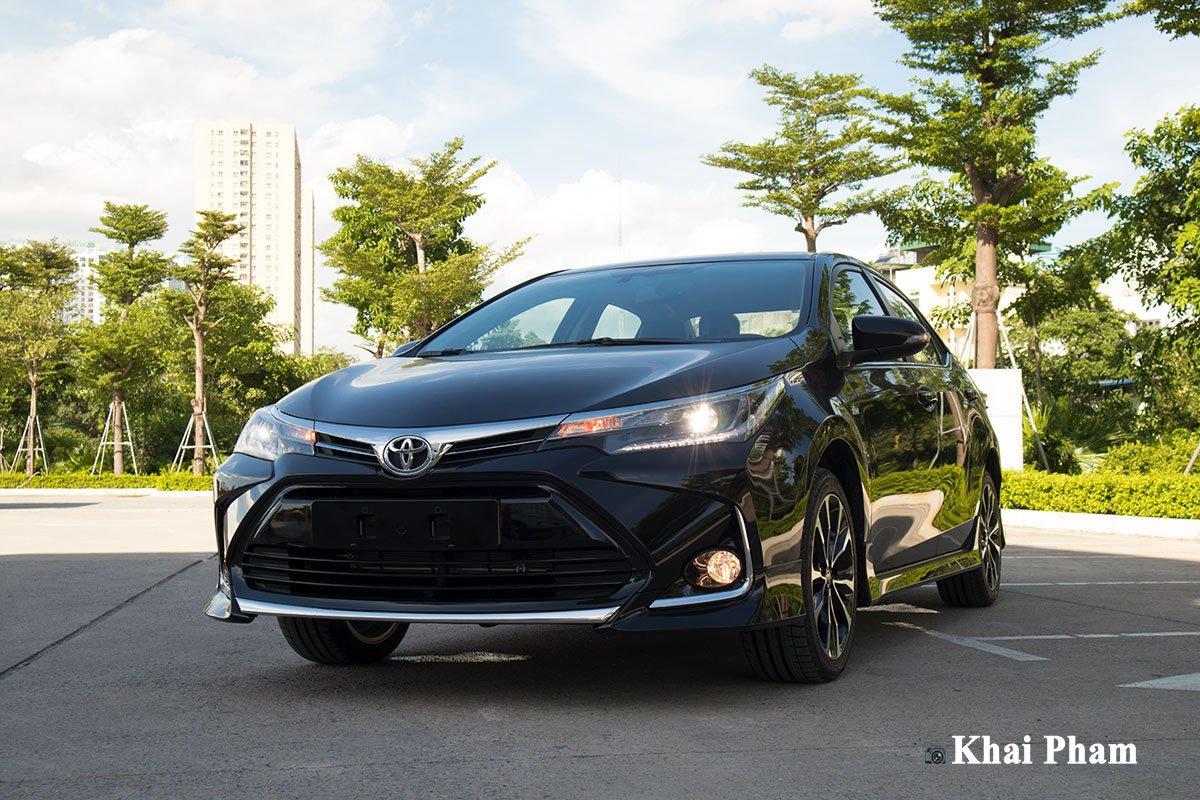 Ảnh đầu xe Toyota Corolla Altis 2020 phải