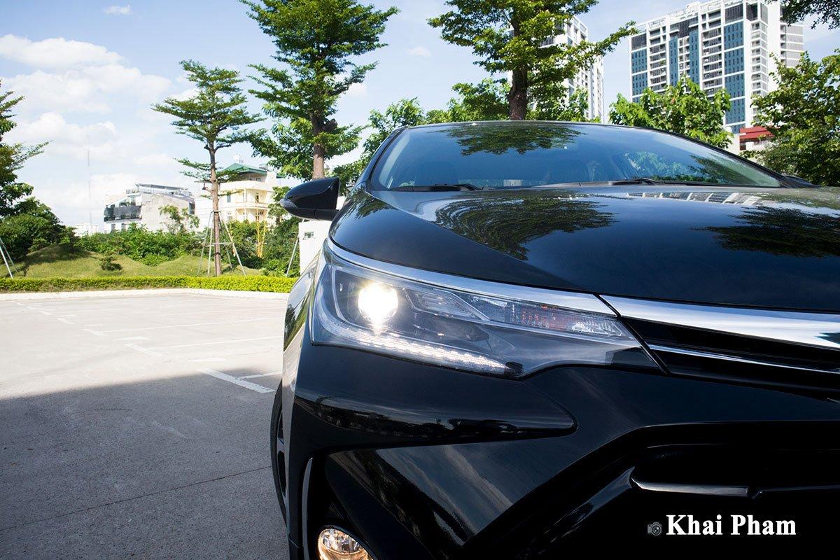 Ảnh chính diện đầu xe Toyota Corolla Altis 2020