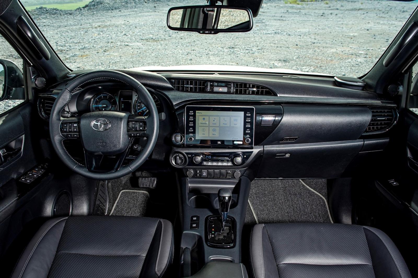Không gian nội thất Toyota Hilux 2020 1