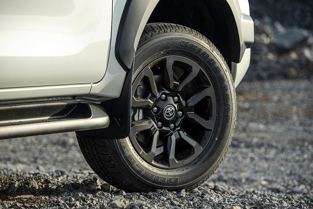 Ngoại thất Toyota Hilux 2021 mới nhất.