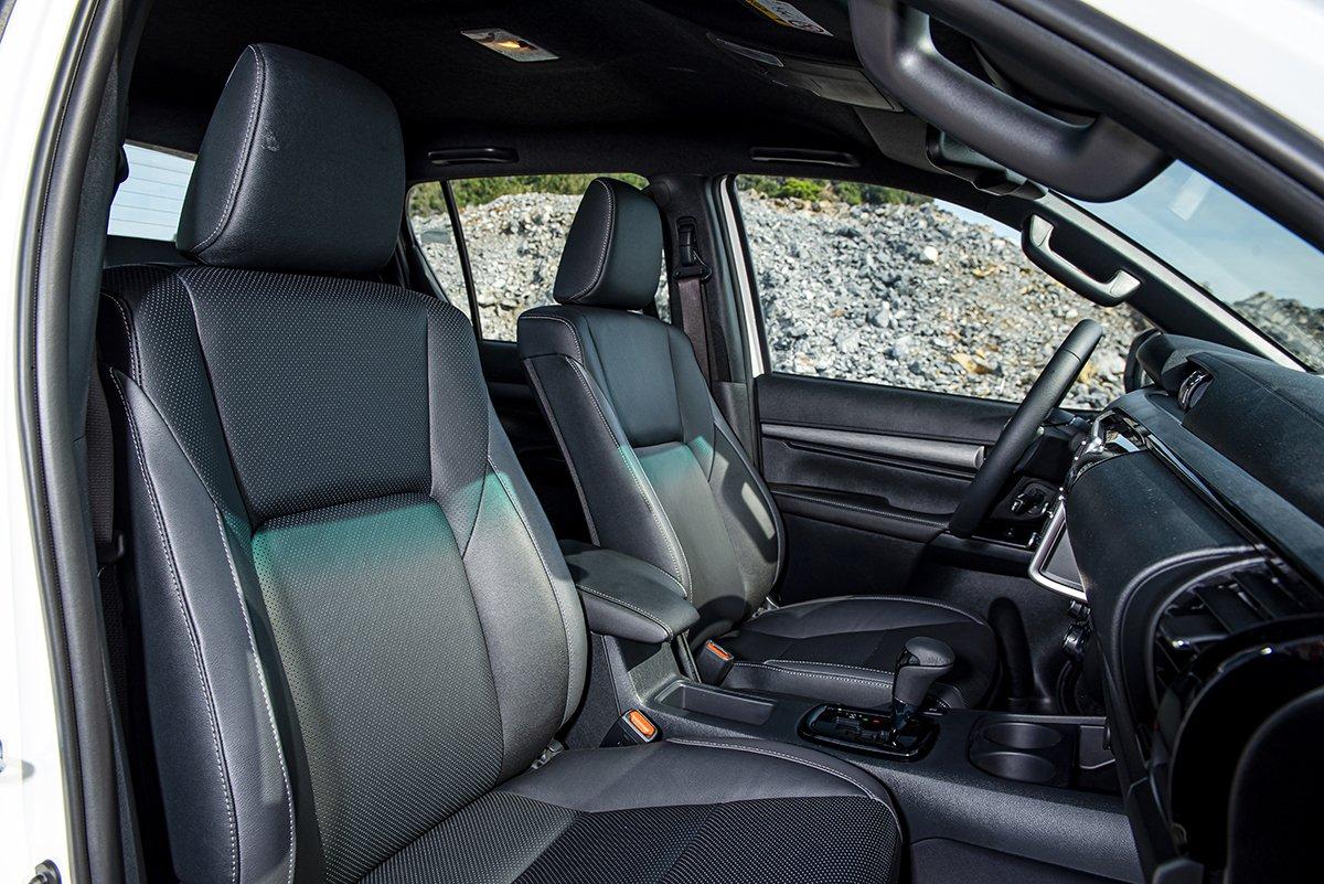 Nội thất Toyota Hilux 2021 mới nhất 2.