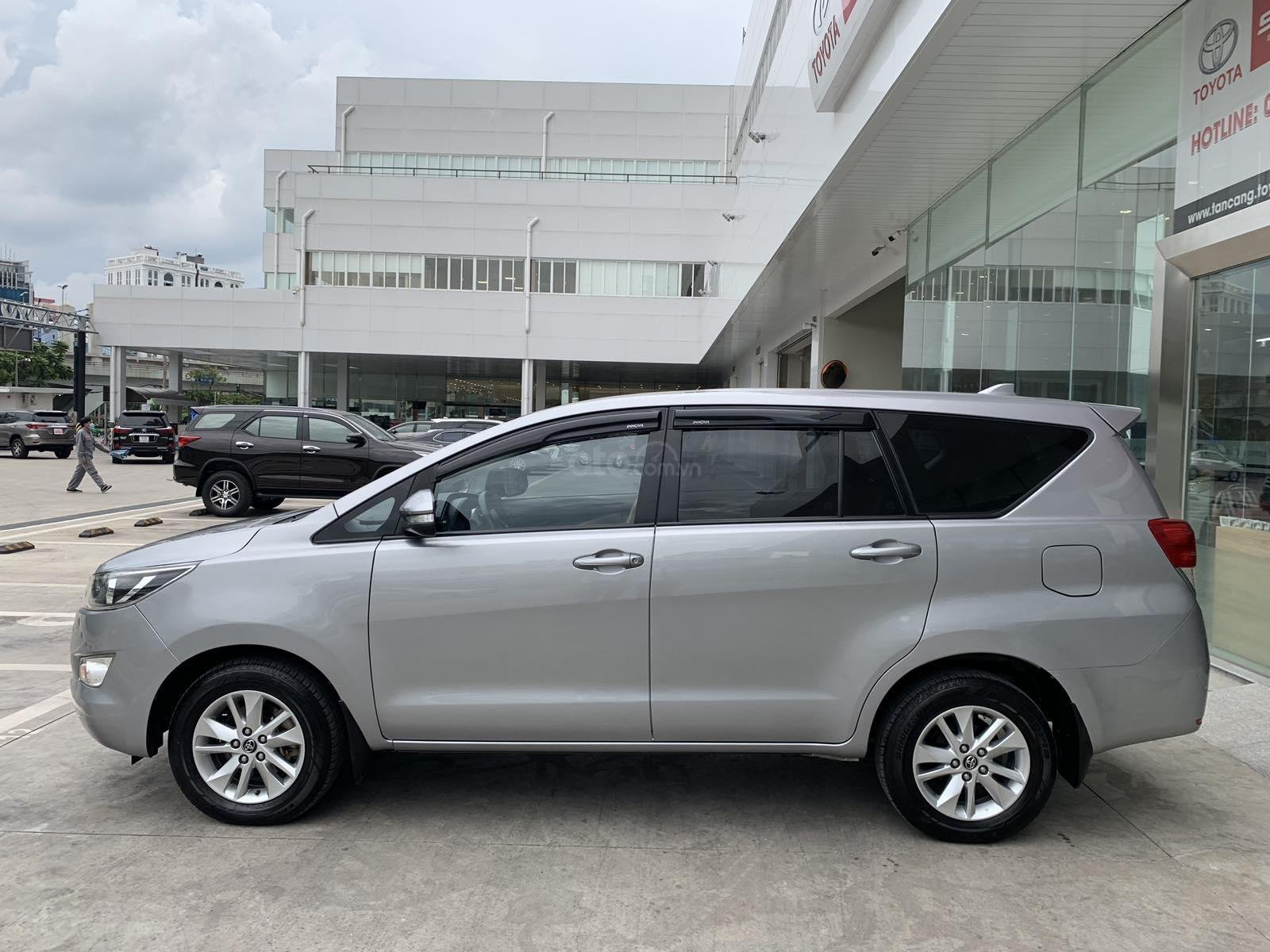 Giá xe Toyota Innova 2.0E sx 2016 màu bạc, xe công ty XHĐ đủ 91.000km - xe chất giá tốt (3)