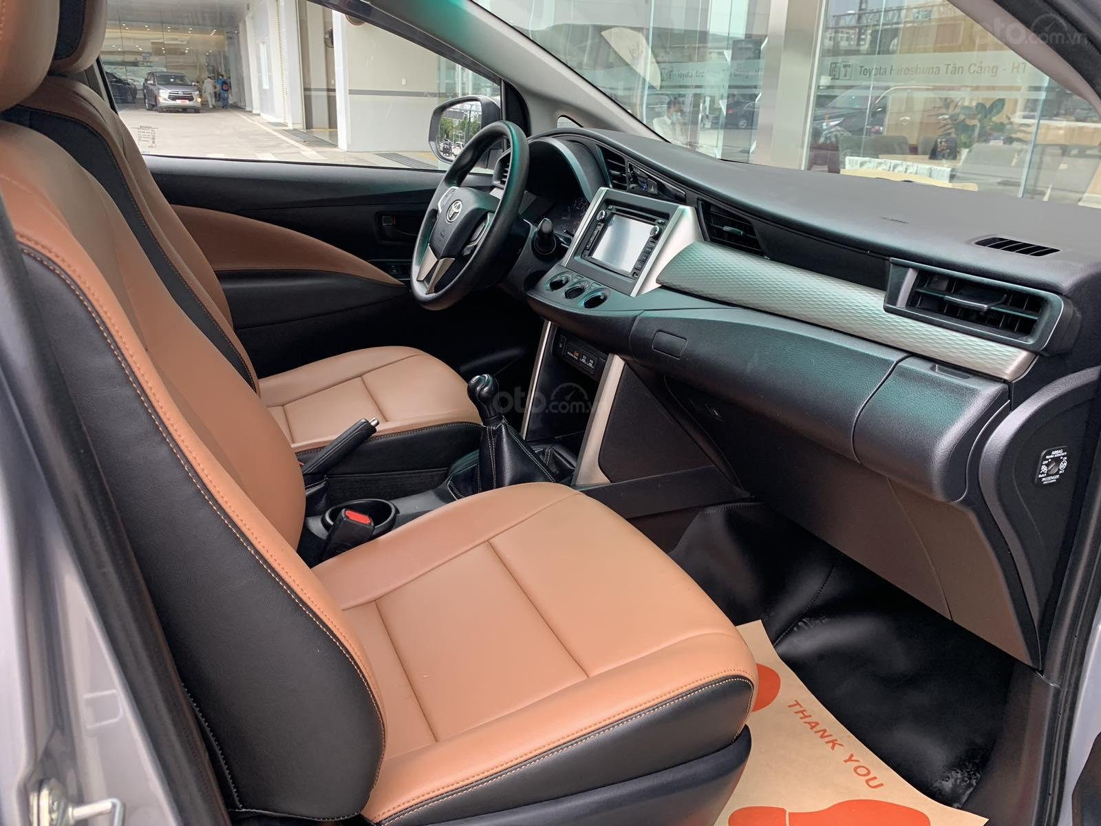 Giá xe Toyota Innova 2.0E sx 2016 màu bạc, xe công ty XHĐ đủ 91.000km - xe chất giá tốt (7)