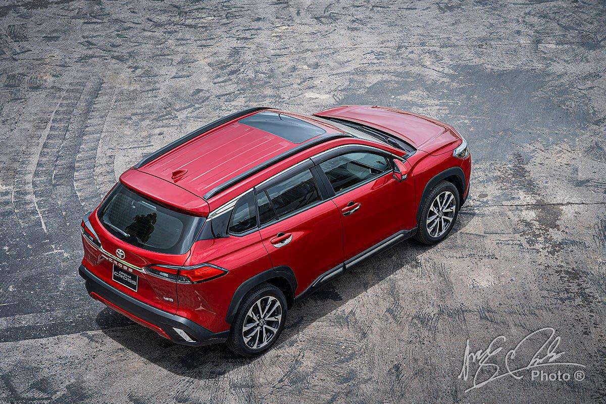 Đánh giá xe Toyota Corolla Cross 1.8V 2020: Thiết kế đuôi xe.