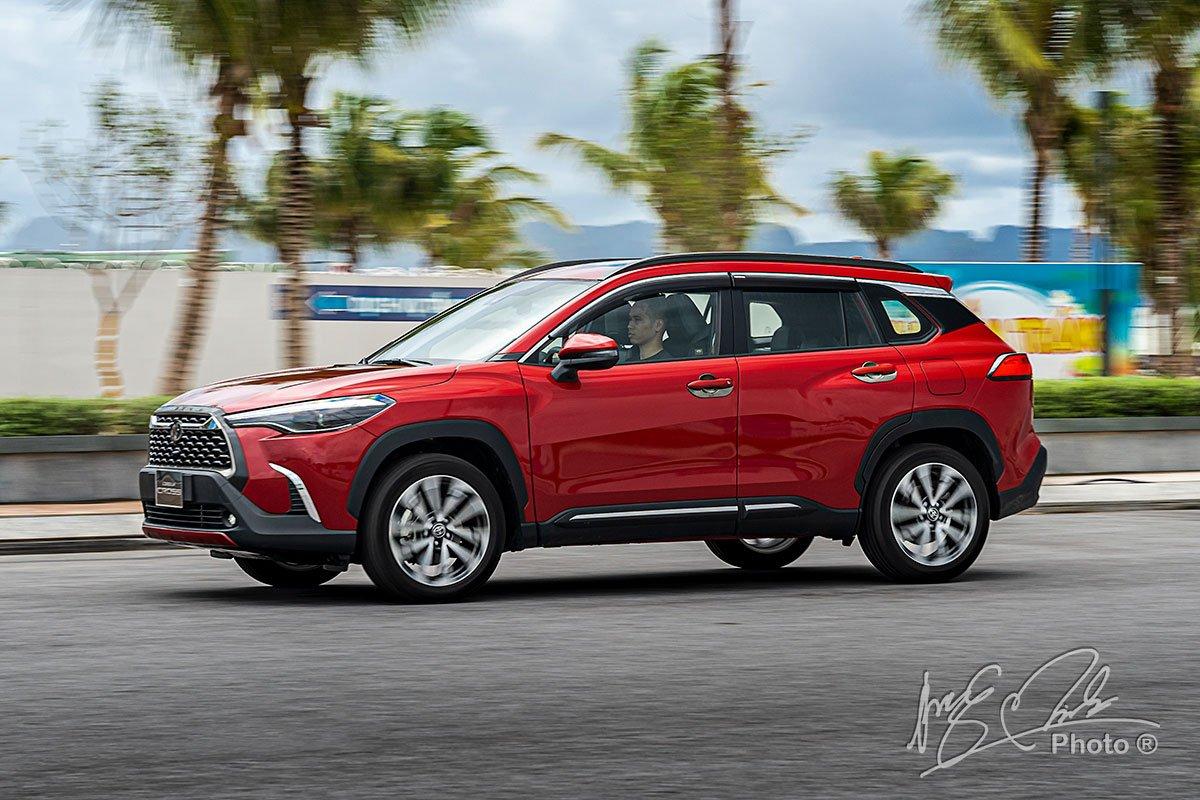 Đánh giá xe Toyota Corolla Cross 1.8V 2020: Khả năng vận hành 2.