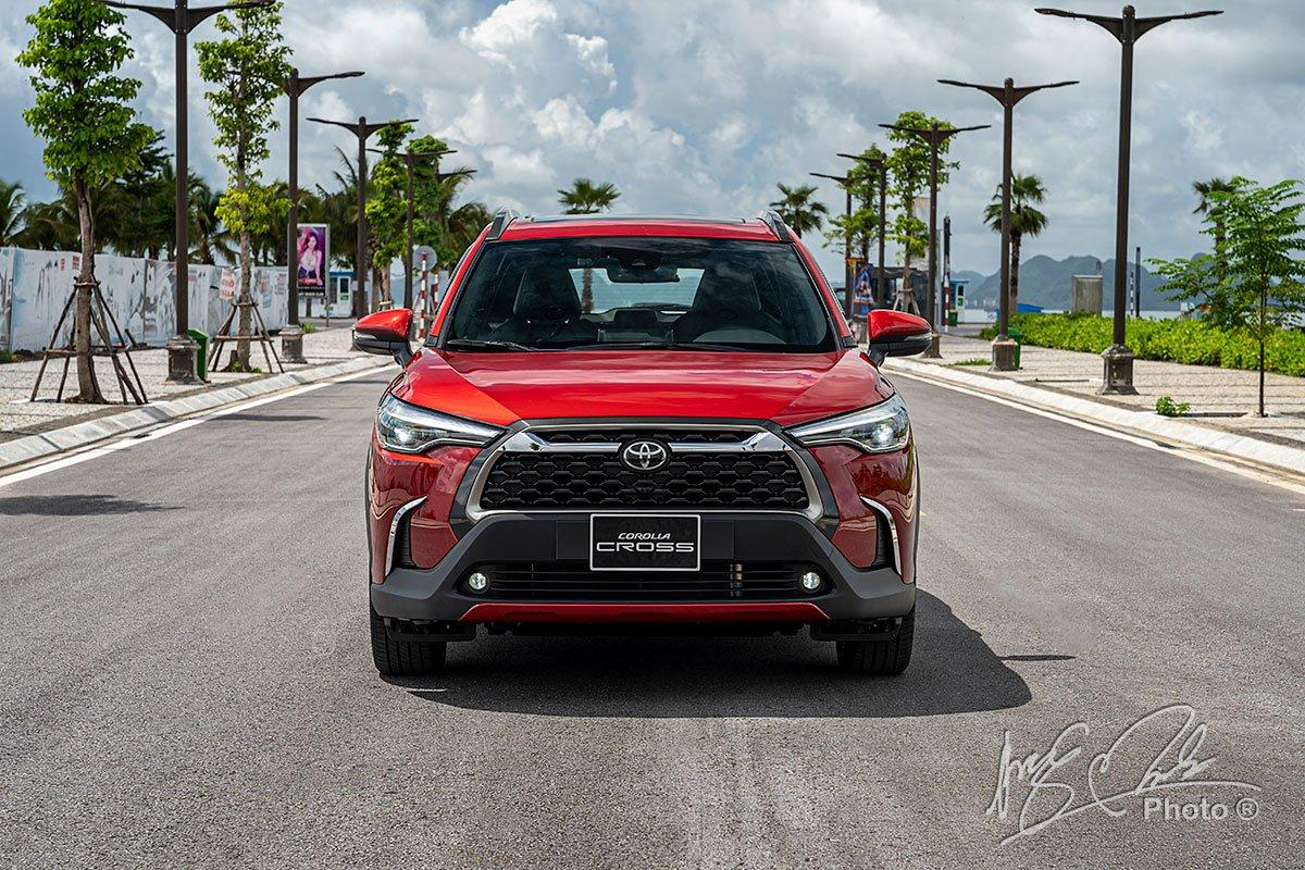 Đánh giá xe Toyota Corolla Cross 1.8V 2020: Thiết kế phần đầu xe.