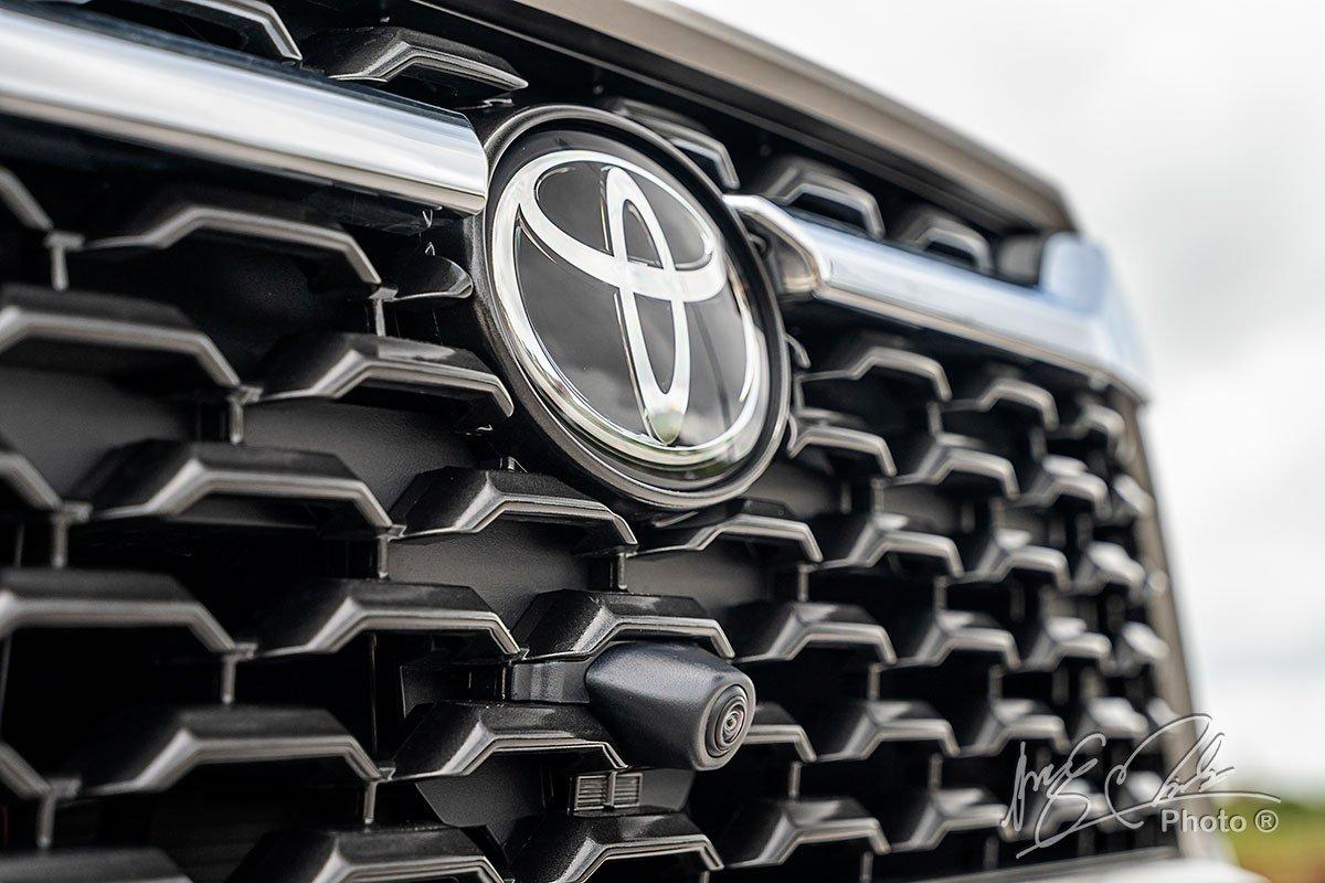 Đánh giá xe Toyota Corolla Cross 1.8V 2020: Camera 360 độ 1