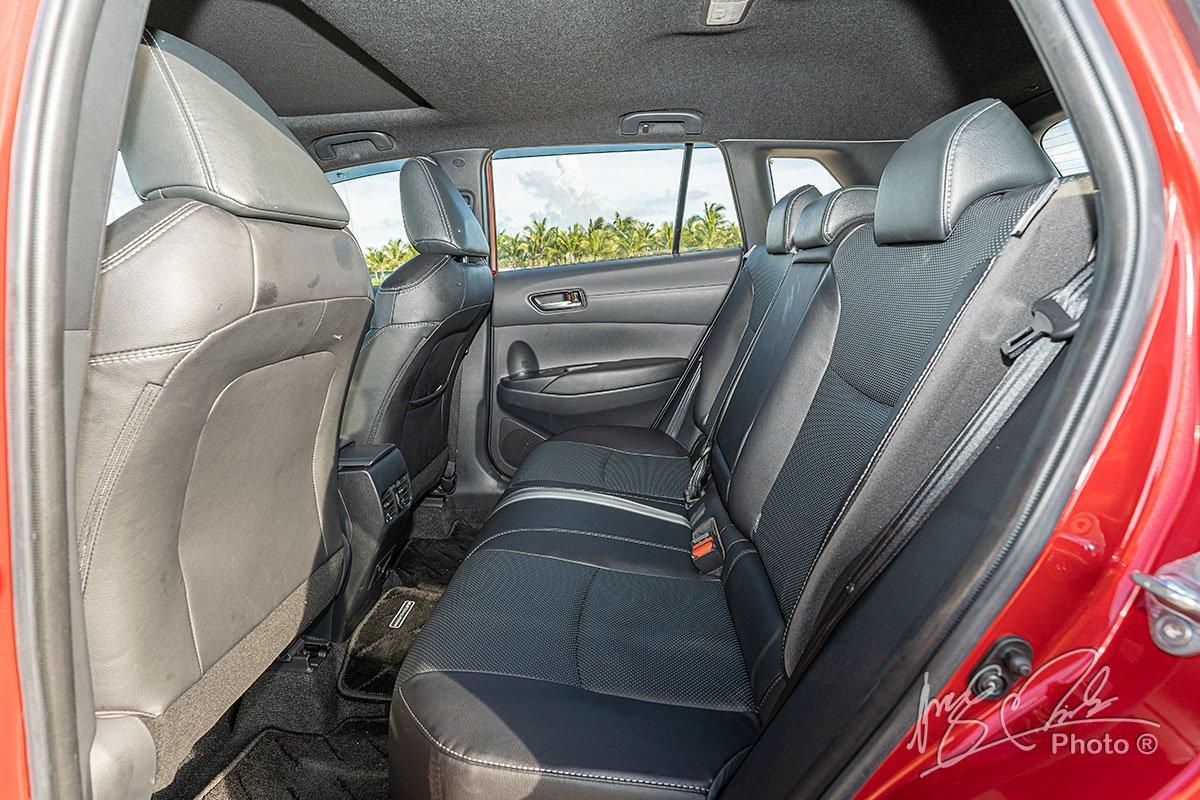 Đánh giá xe Toyota Corolla Cross 1.8V 2020: Hàng ghế sau 1.