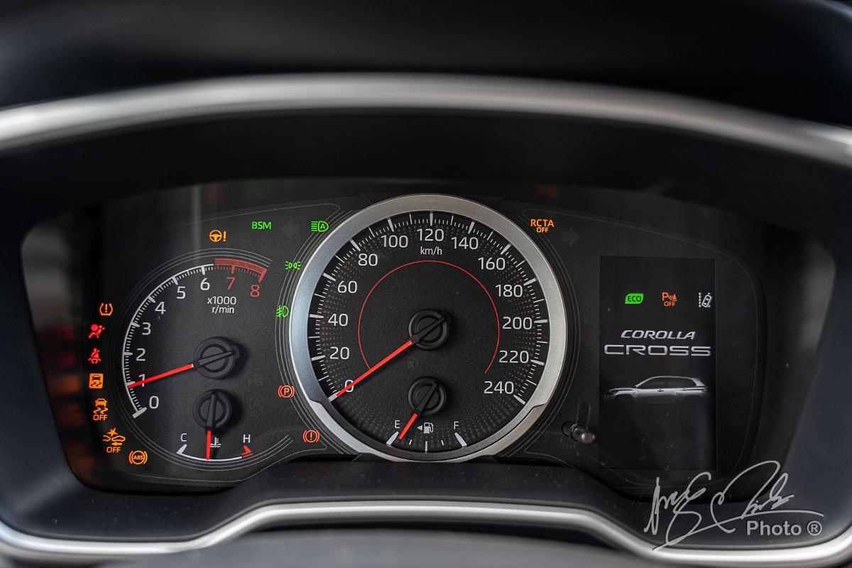 Đánh giá xe Toyota Corolla Cross 1.8V 2020: Bảng đồng hồ.