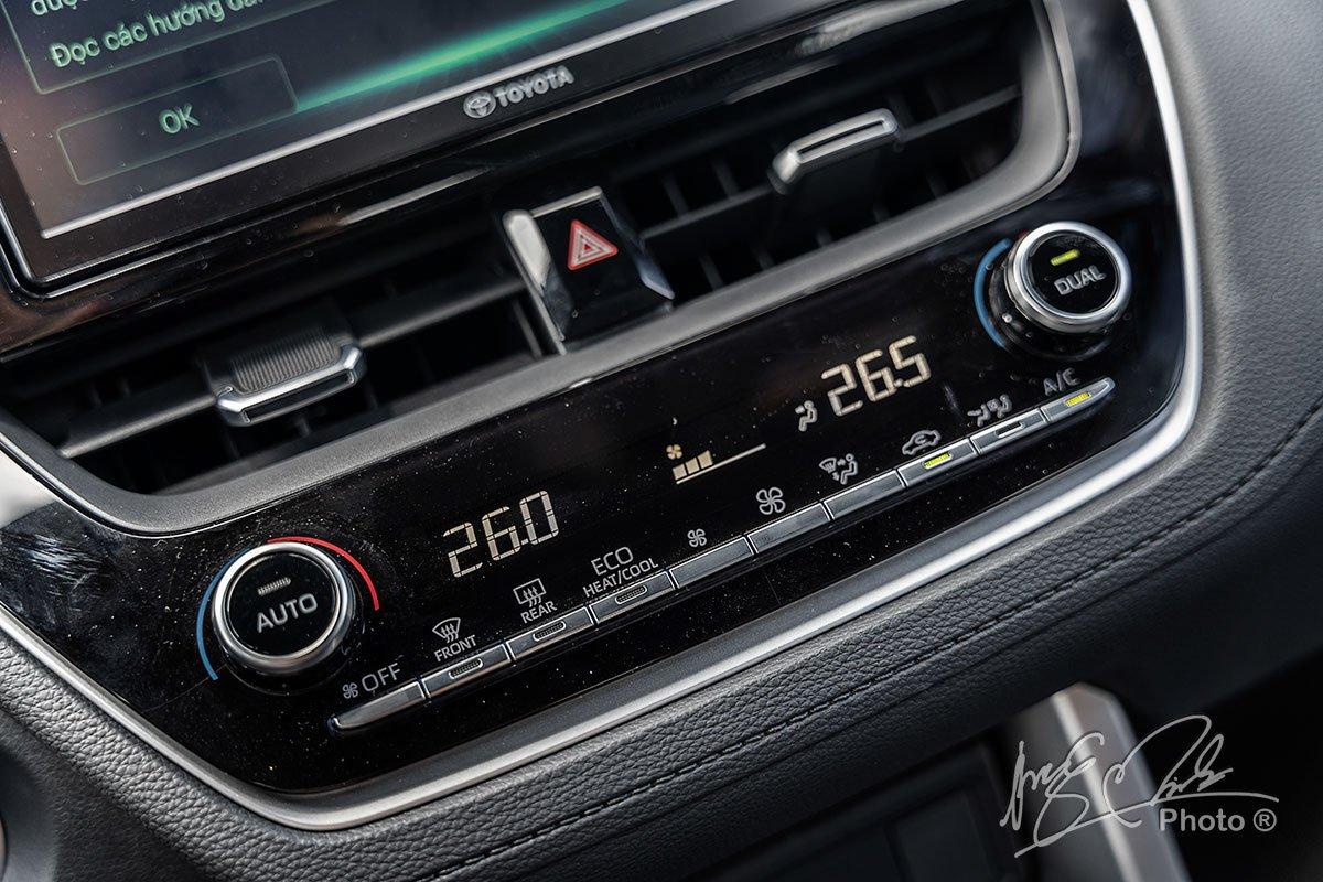 Đánh giá xe Toyota Corolla Cross 1.8V 2020: Điều hoà 2 vùng độc lập.