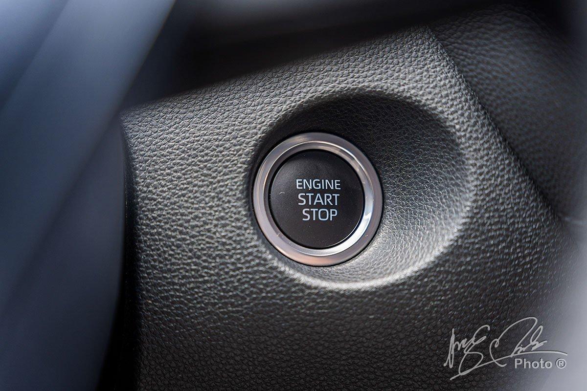 Đánh giá xe Toyota Corolla Cross 1.8V 2020: Nút bấm khởi động.