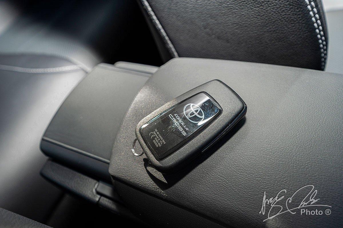 Đánh giá xe Toyota Corolla Cross 1.8V 2020: Chìa khoá thông minh.