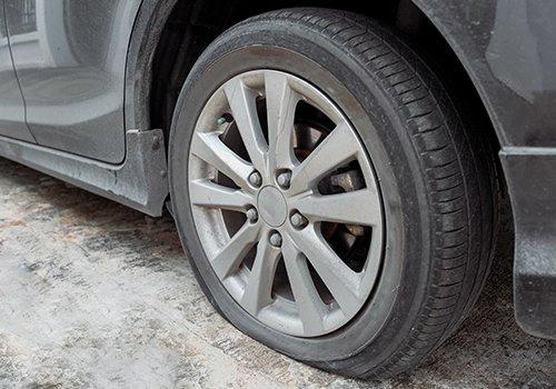 Lốp xe dễ bị hỏng và biến dạng.