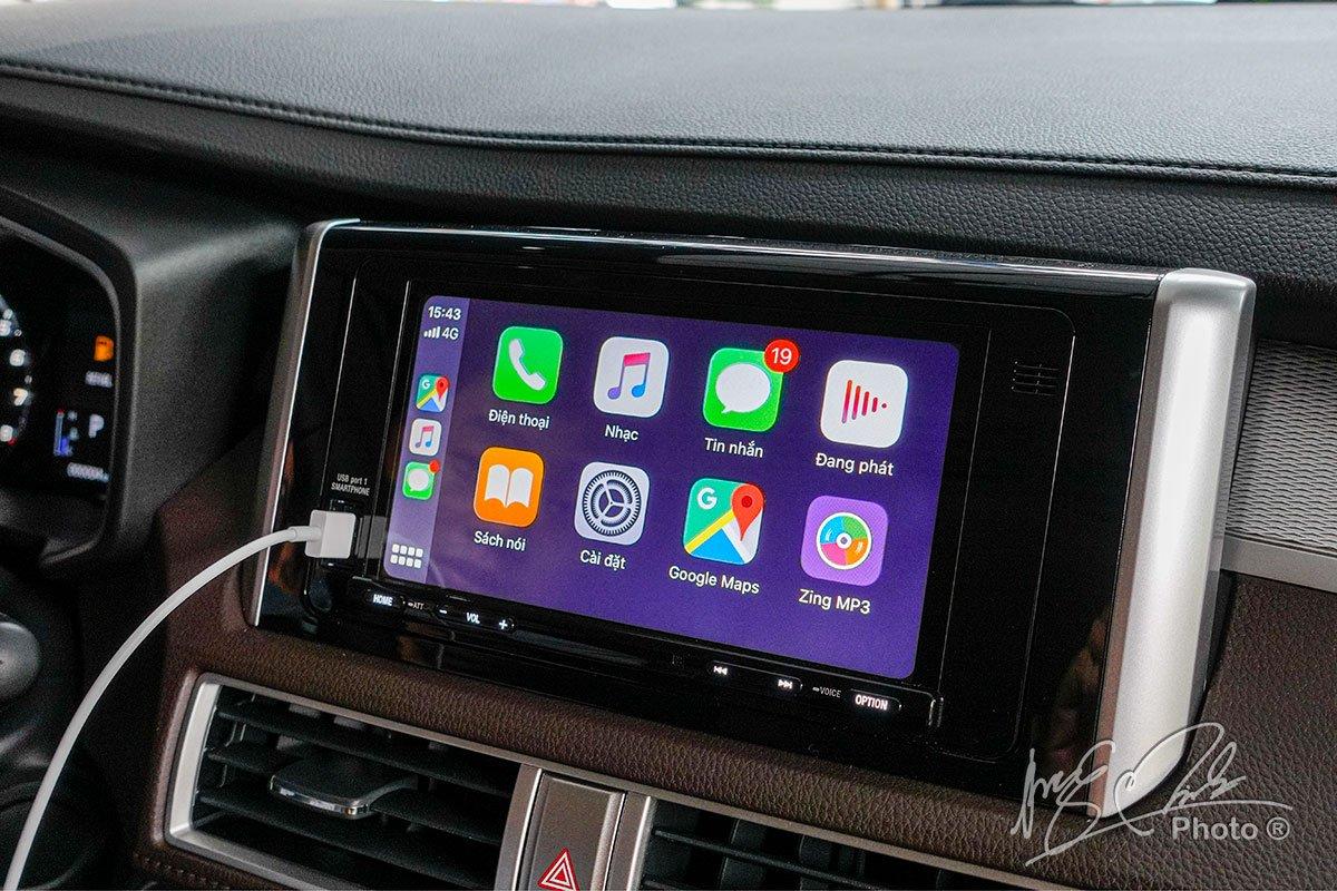Màn hình cảm ứng 7 inch trên Mitsubishi Xpander Cross 2020 được tích hợp Apple CarPlay và Android Auto.