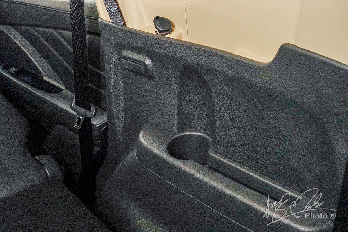 Chỗ để cốc của hàng ghế thứ 3 trên Mitsubishi Xpander Cross 2020.