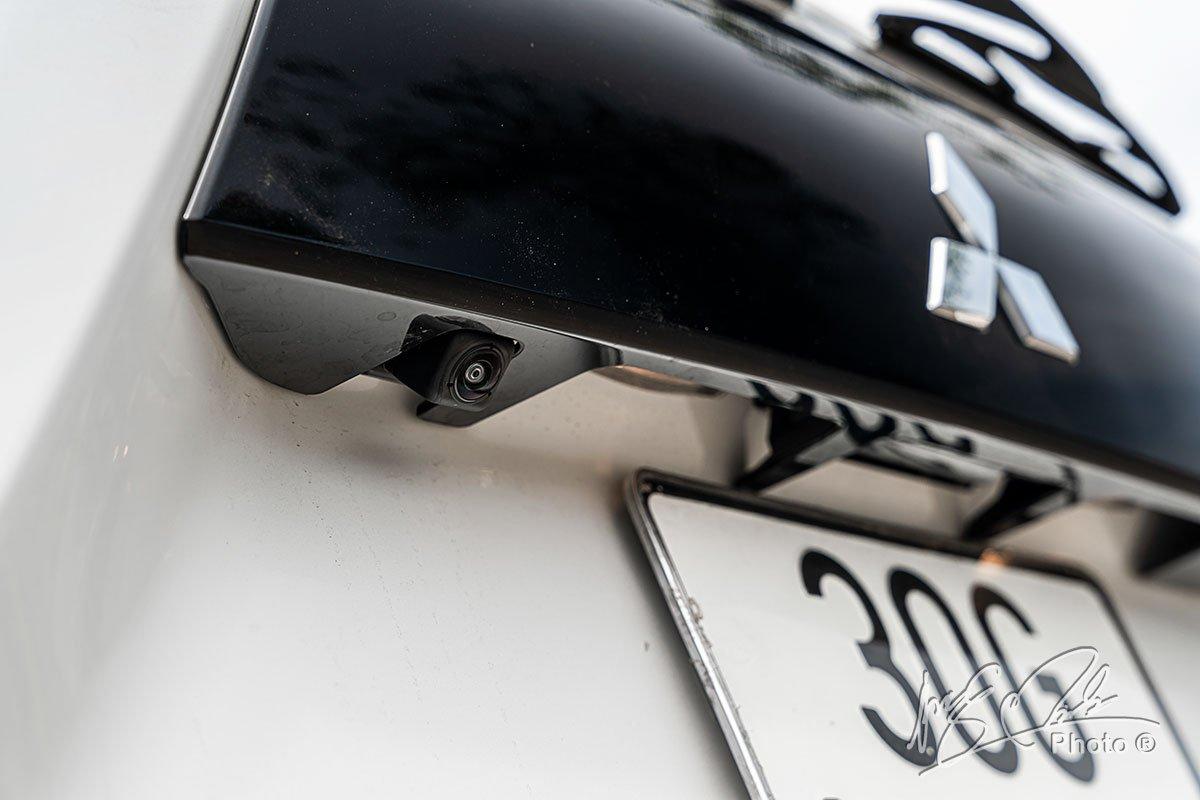 Camera lùi trên Mitsubishi Xpander Cross 2020.