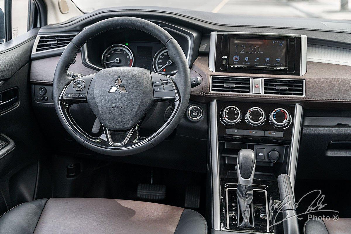 Vô lăng bọc da trên Mitsubishi Xpander Cross 2020.