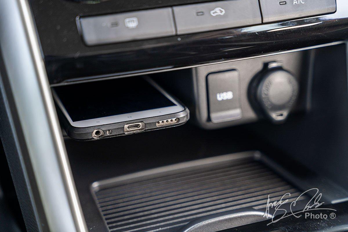 Cổng sạc USB trên Mitsubishi Xpander Cross 2020.