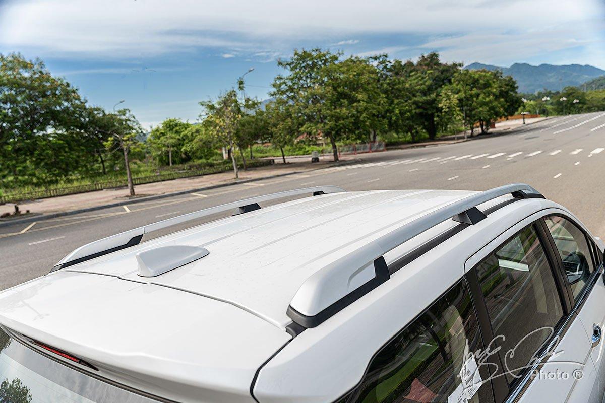 Thanh giá nóc và ăng ten dạng vây cá mập trên Mitsubishi Xpander Cross 2020.