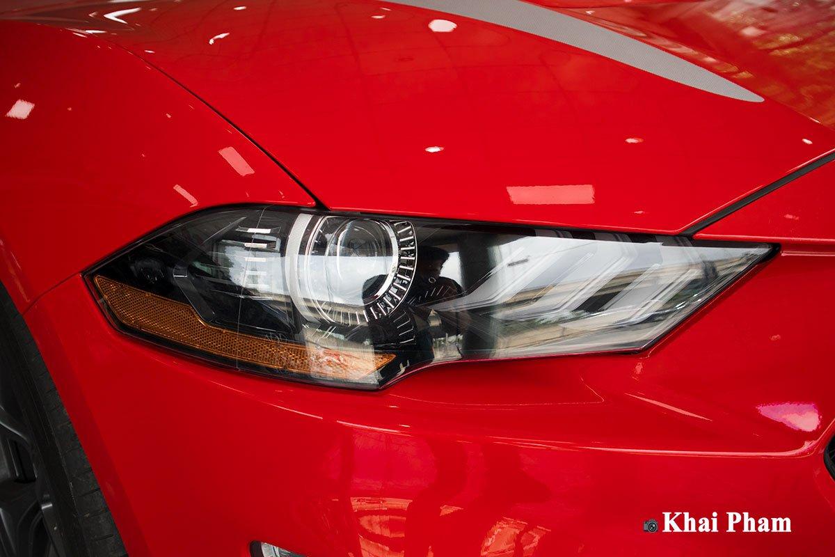 Ảnh đèn pha trái xe Ford Mustang High Performance 2020