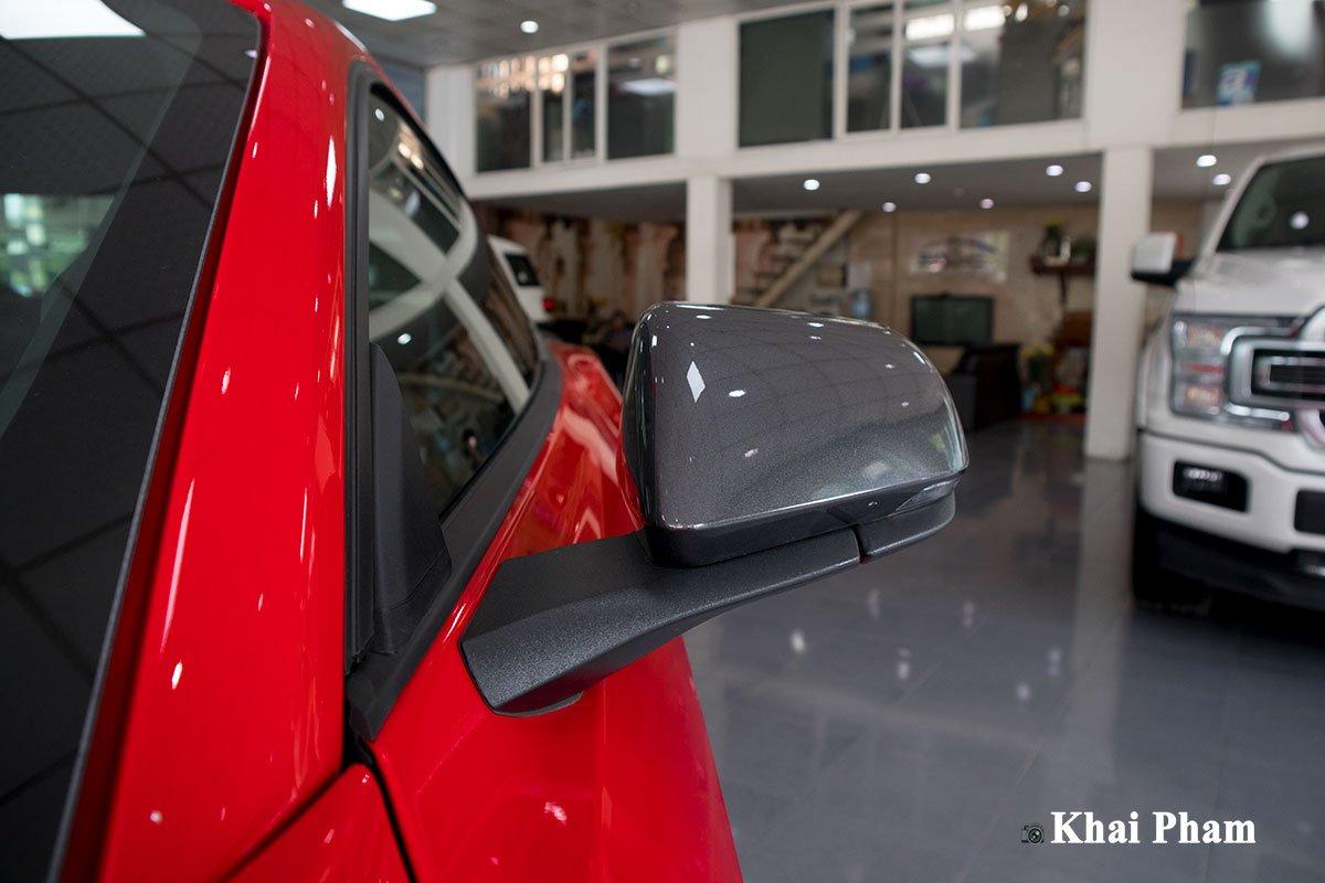 Ảnh gương xe Ford Mustang High Performance 2020