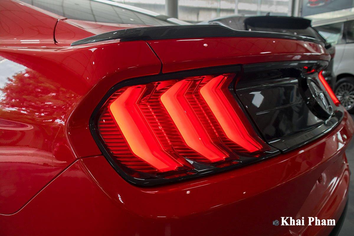 Ảnh đèn hậu trái xe Ford Mustang High Performance 2020