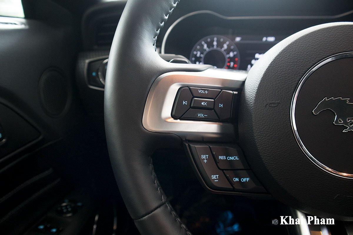 Ảnh nút bấm xe Ford Mustang High Performance 2020