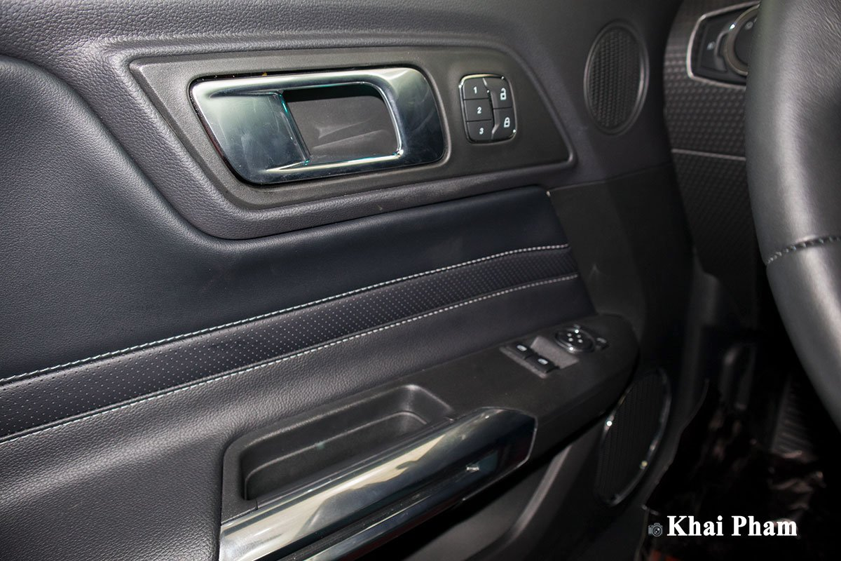 Ảnh táp-li cửa xe Ford Mustang High Performance 2020
