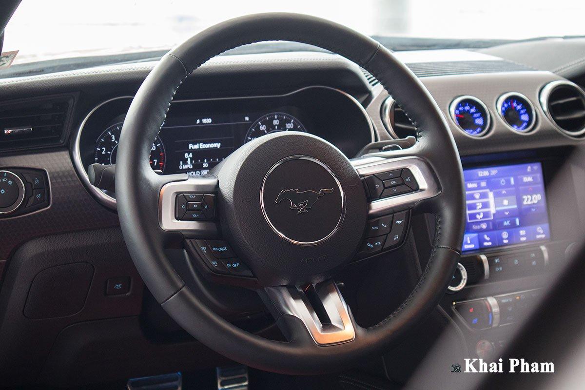 Ảnh vô-lăng xe Ford Mustang High Performance 2020